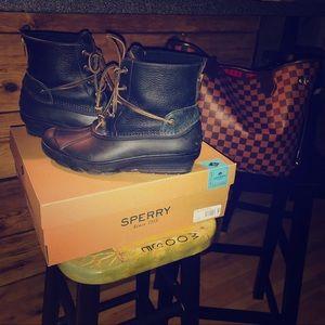 Sperry Boot Size 7, Salt Water Wedge, Black
